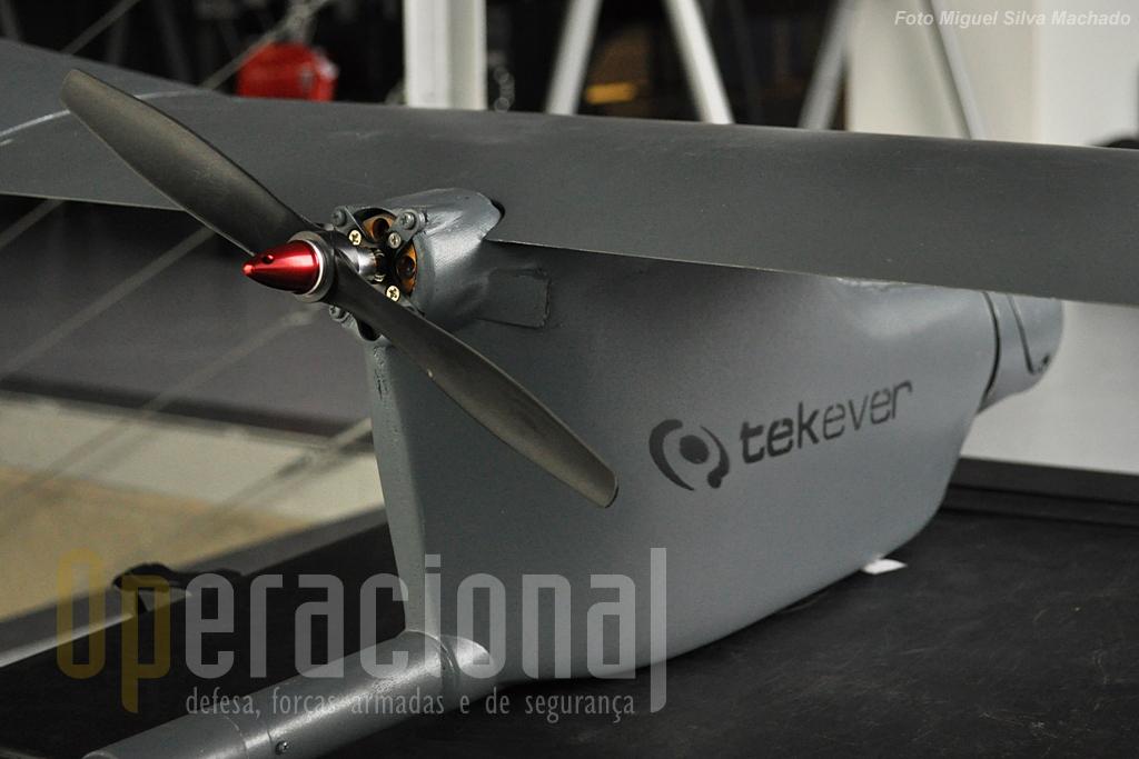O siatema de propulsão dos mini e micro-UAV da Tekever tem sistema de propulsão eléctrico.