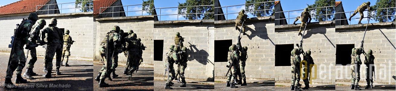 Outra técnica para ultrapassar obstáculos de modo rápido. Também aqui o primeiro militar lançará uma escada para os restantes subirem.