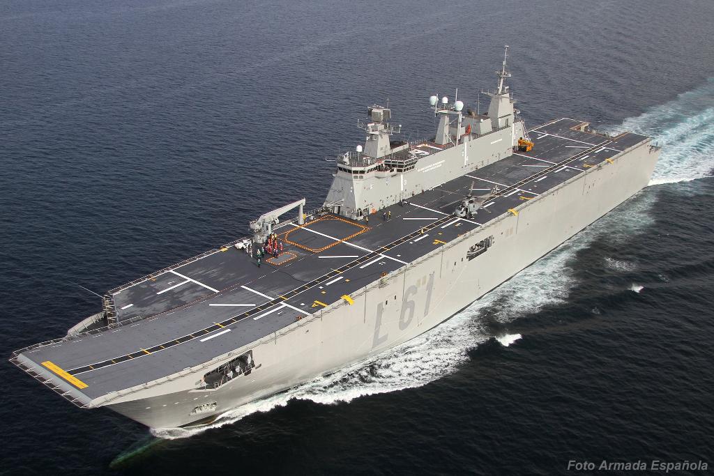 O Juan Carlos I é o maior navio já operado pela Armada Española. O ski jump na proa facilita a operações com aeronaves AV-8B Harrier