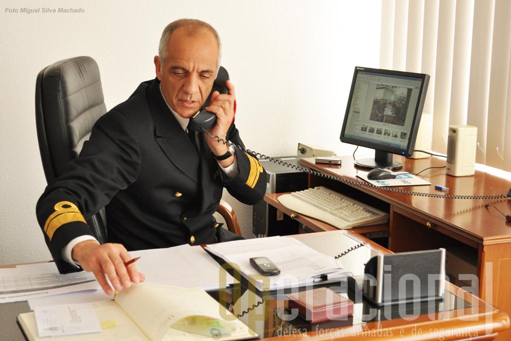 O Comando do Corpo de Fuzileiros está instalado na Base de Fuzileiros a qual por sua vez se localiza no interior da base Naval de Lisboa no Alfeite.