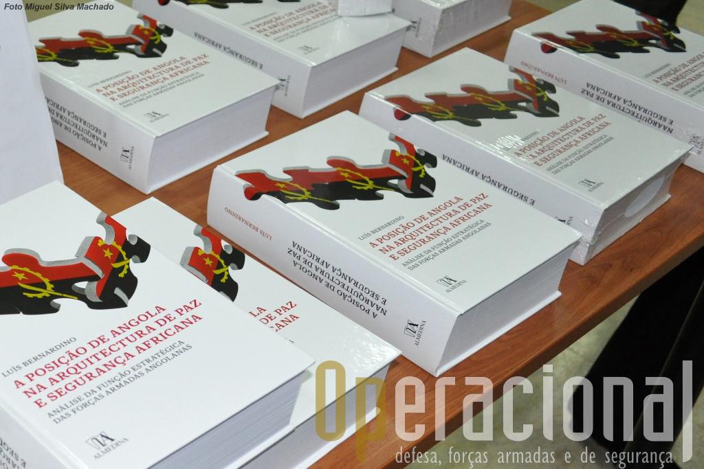 Edição Almedina, ISBN 978-972-40-5000-3, Coimbra, Março de 2013