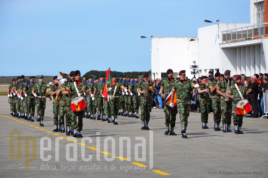 Participaram na cerimónia a Fanfarra do Regimento de Artilharia n.º 5 (na foto) e a Banda Militar do Porto.
