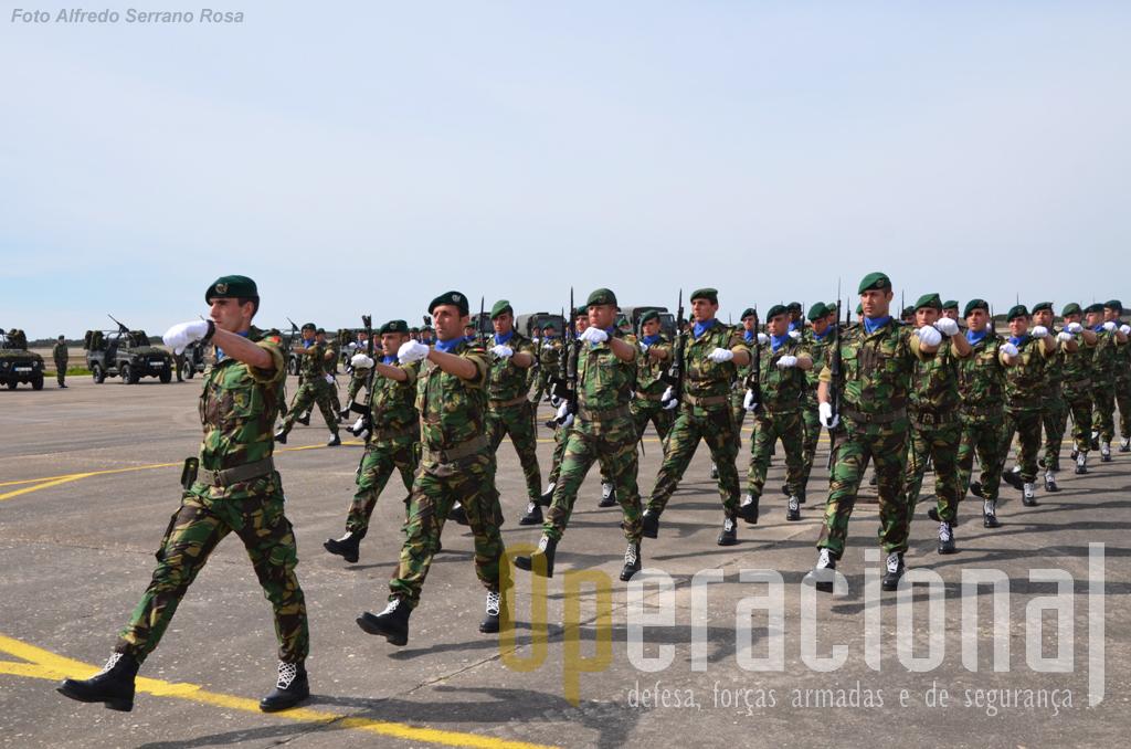 Nos próximos 6 meses caberá a estes militares representar Portugal na força multinacional que a NATO mantém no Kosovo.