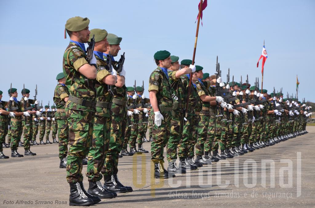 O 2BIPara/FND/KFOR inclui militares de Operações Especiais de Lamego e militares do Regimento de Guarnição n.º 1 de Hangra do Heroísmo