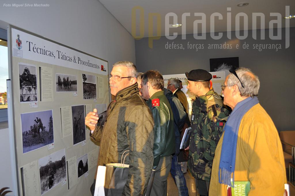Na sala de alunos da Academia Militar /Amadora está patente uma exposição alusiva...