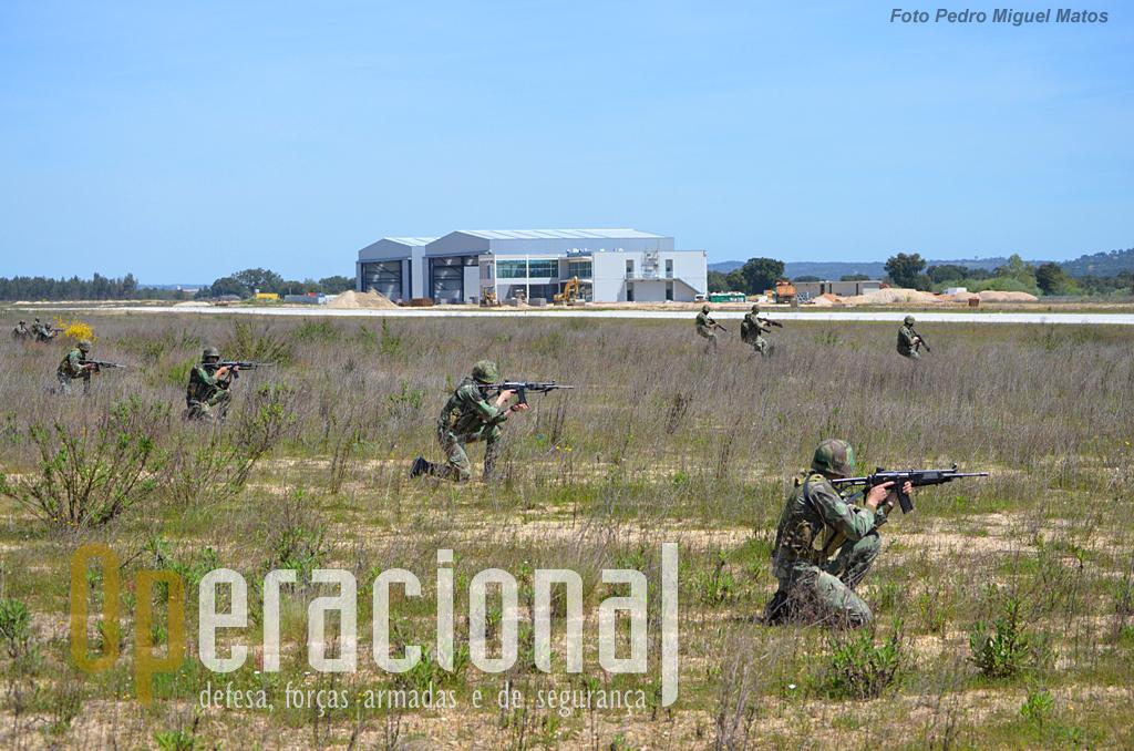 ...para ocupar a infra-estrutura aeroportuária, indispensável ao sucesso da missão de evacuação.