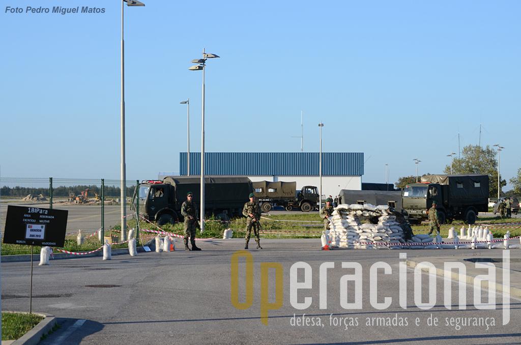 Aqui se instala o Posto de Comando da força e um Centro de Controlo de Evacuados, onde várias entidades fazem a triagem dos civis que sairão da região onde estavam ameaçados.
