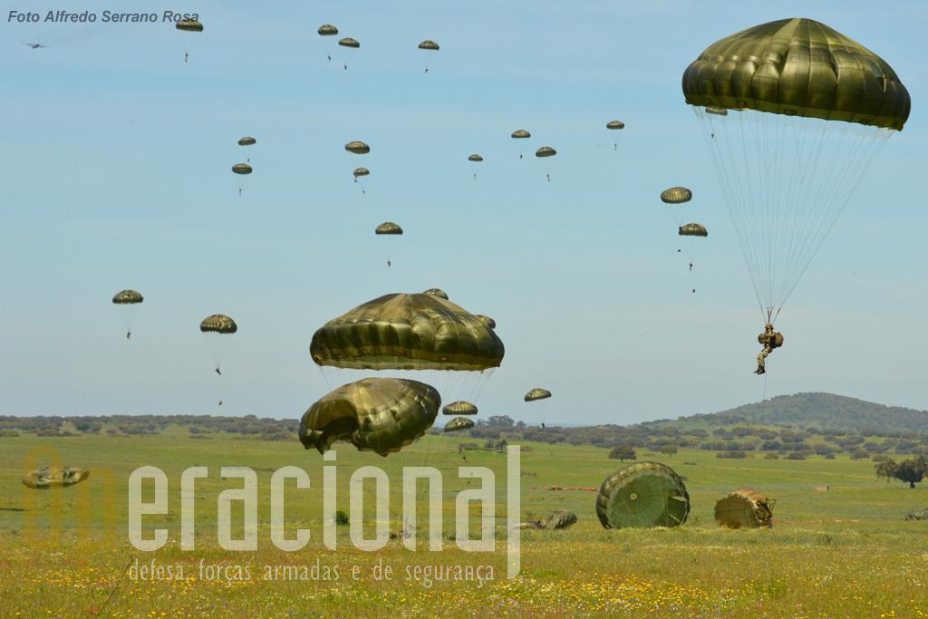 Após a aterragem da força, momento critico da operação, segue-se a reorganização que coloca a unidade organizada para cumprir a missão.