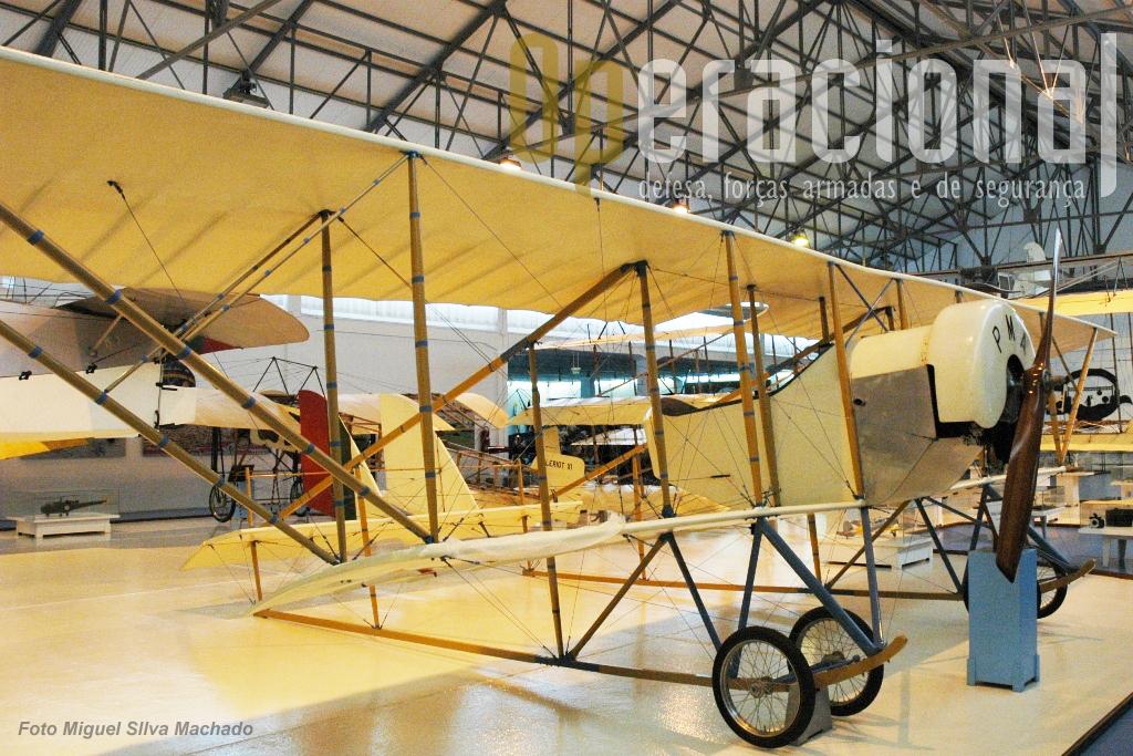 Réplica do Caudron G-3 construída nas Oficinas Gerais de Material Aeronaútico em 1968 e exposta no Museu do Ar (quando em Alverca). Aeronave de origem francesa...