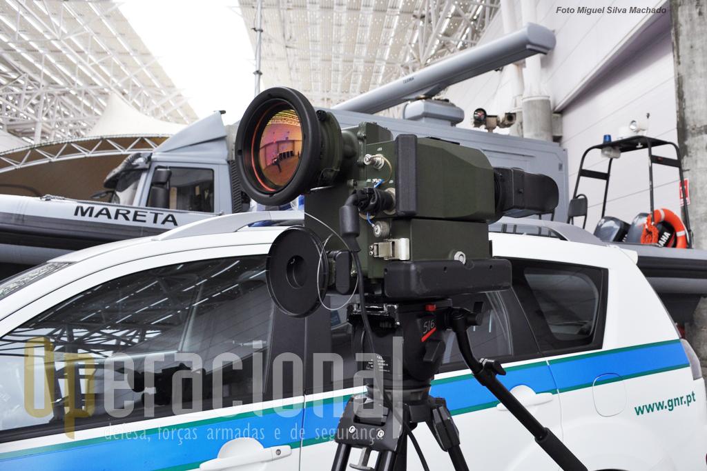A câmara térmica OPAL-P usada pela Unidade de Controlo Costeiro da GNR na vigilância da costa. Fabricadas em Israel, permitem a visão nocturna e funcionam com infra-vermelhos.