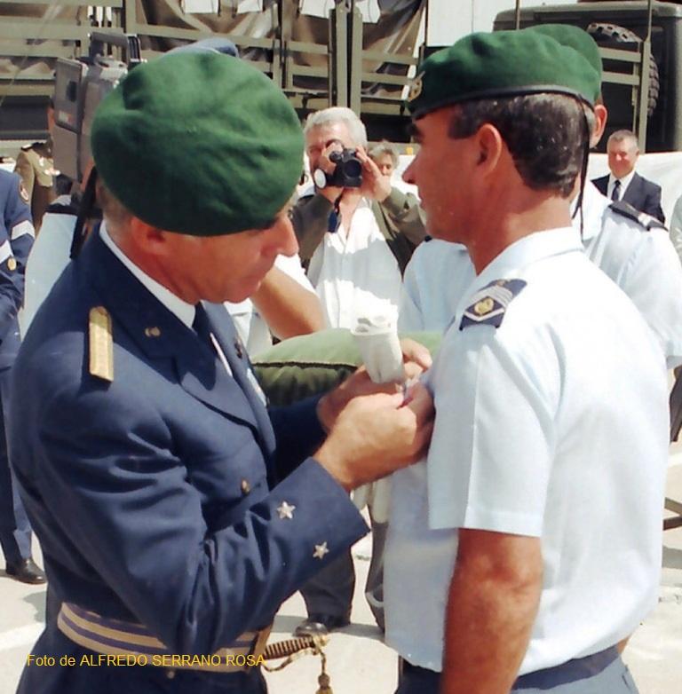 1992: imposição do distintivo de qualificação paraquedista em platina (2000 saltos) ao SMOR/PARAQ SERRANO ROSA.