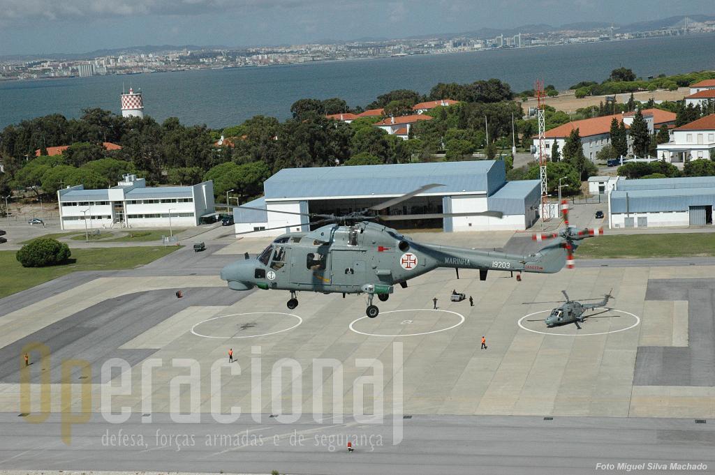 A Esquadrilha de Helicópteros da Marinha, no interior da Base Aérea n.º 6 no Montijo.
