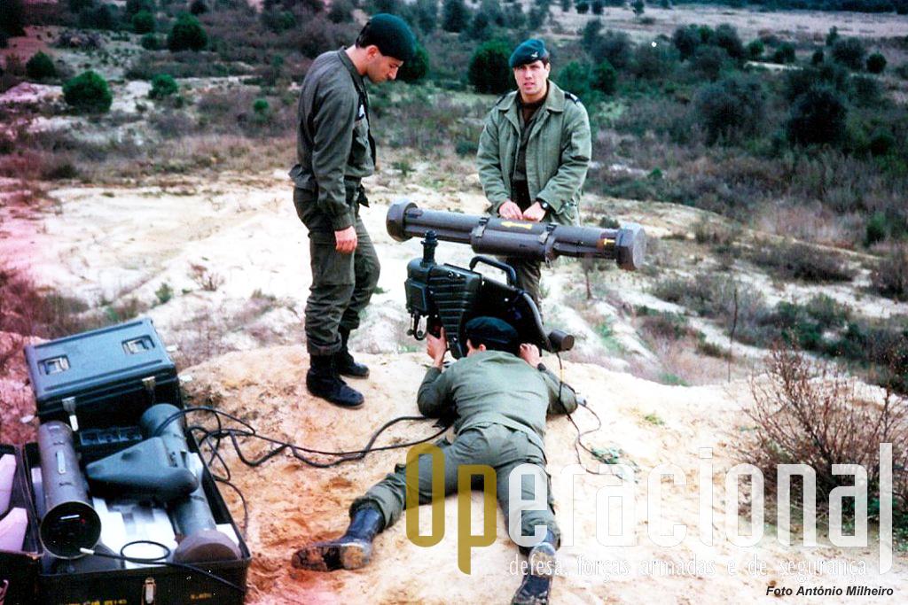 Não era obrigatório mas prática corrente fazer disparos com simulador no terreno, e logo depois tiro real.