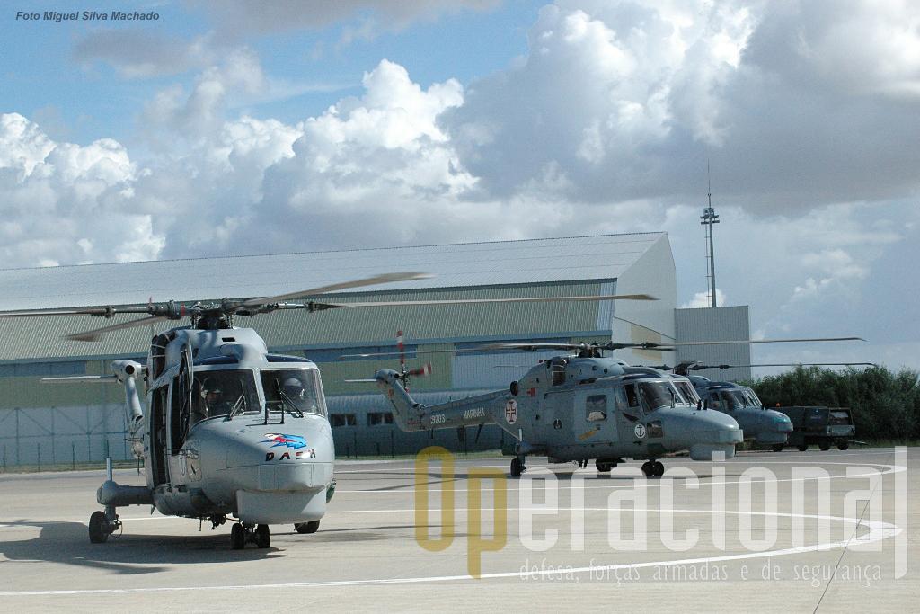 Nem sempre há tantos Lynx prontos para voar no Montijo. Entre missões e manutenção, os 5 Lynx são muitas vezes...poucos.