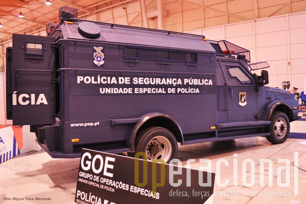 """Uma das duas viaturas """"Streit"""" da Unidade Especial de Policia. Note-se que já foram adaptadas protecções de rede em diversos locais da viatura."""