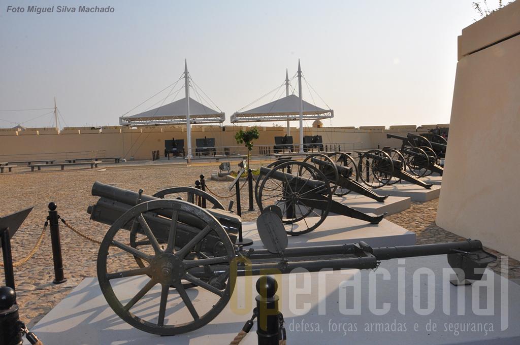 O museu tem uma rica colecção de peças de artilharia de vários calibres e épocas, a maioria de origem portuguesa.
