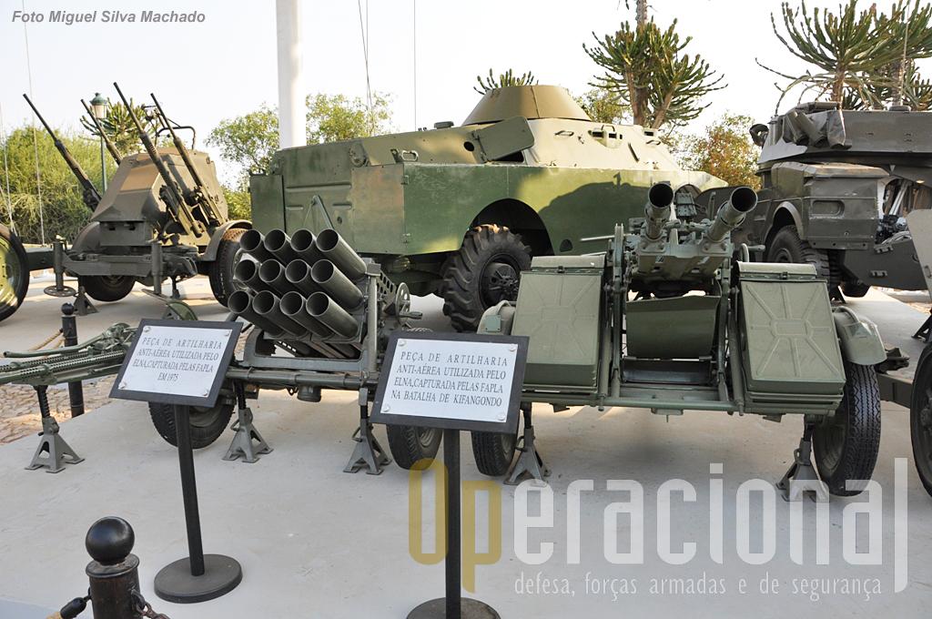 Diverso armamento colectivo capturado ao ELNA (lança-foguetes múltiplo e bitubo 30mm)
