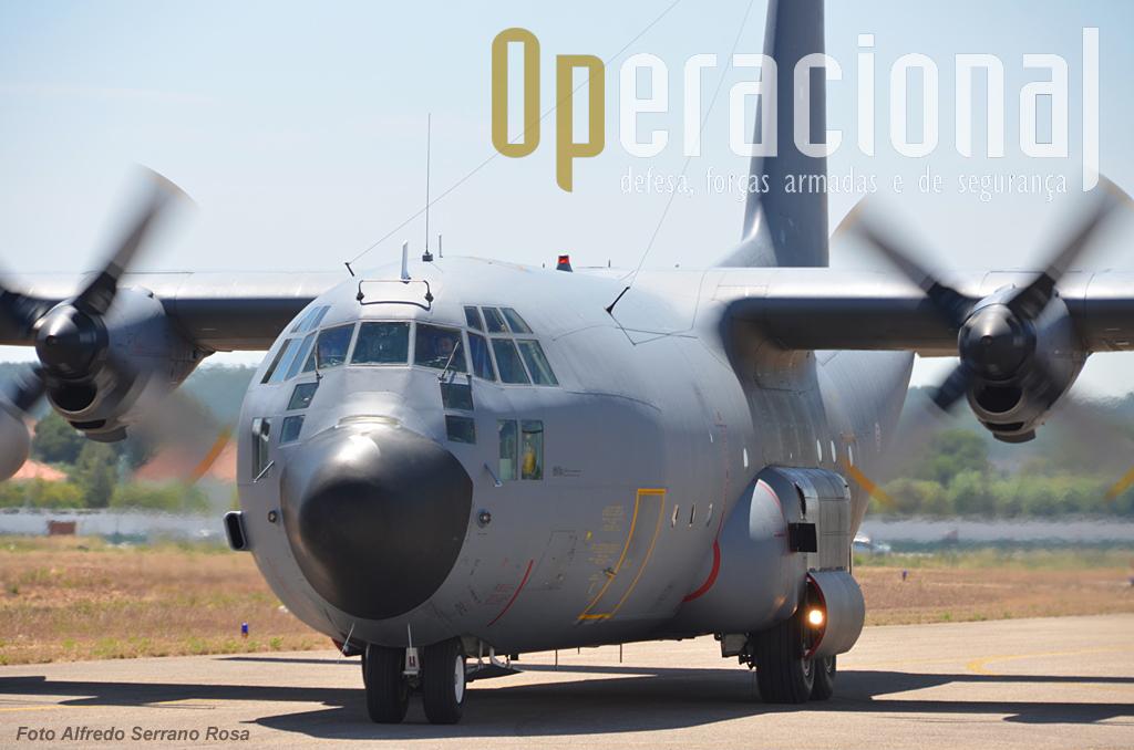 Chega o C-130 da 501, uma das peças fundamentais na capacidade de projecção de força nacional.