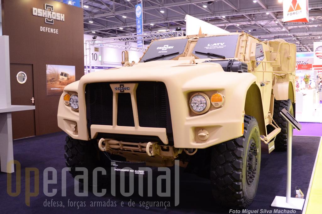 Uma das novidades da feira, apresentada pela primeira vez na Europa, o Light Combat Tactical All-Terrain Vehicle (L-ATV).