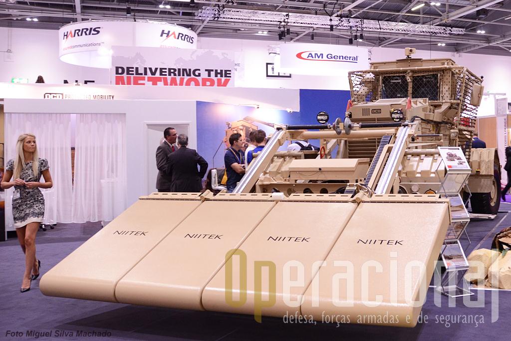 O veículo de detecção de minas da companhia sul-africana DCD, com vários produtos nesta área de actividade.