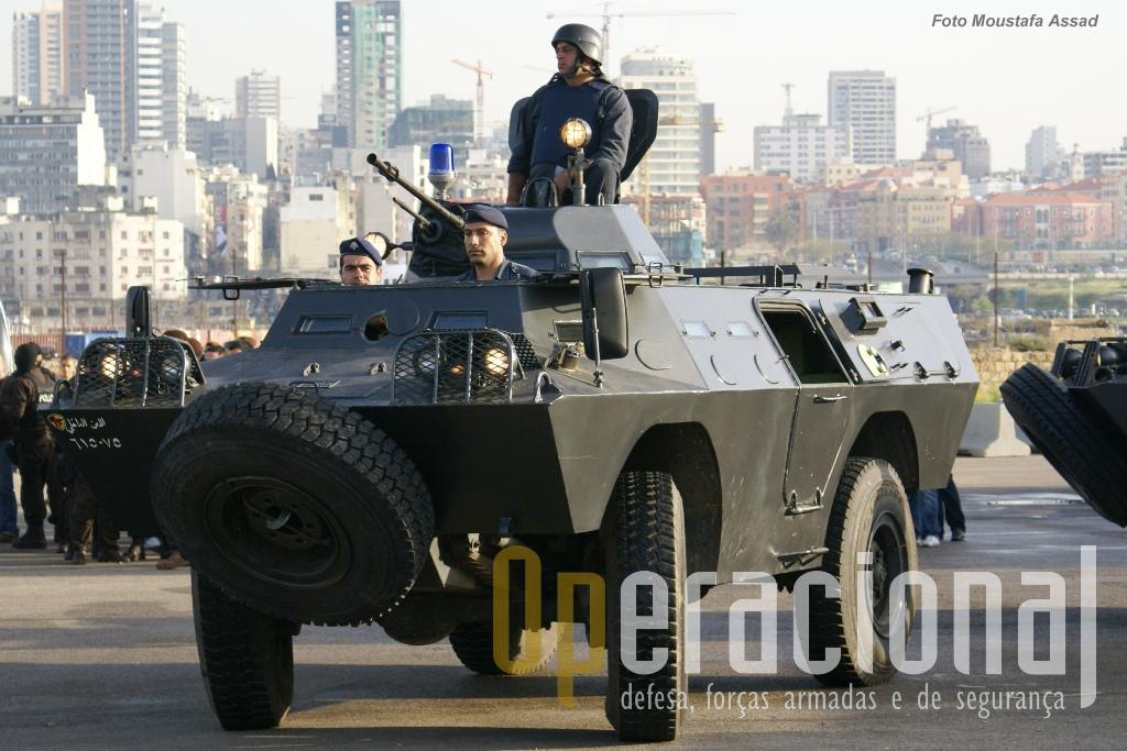 As Forças de Segurança do Líbano (Internal Security Forces) continuam a usar as V-200 depois de as terem modernizado com o apoio dos EUA.