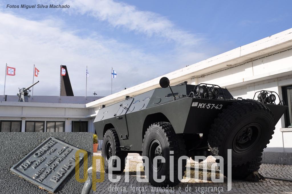 Uma das três versões da V-200 que o Exército Português manteve em operação depois de 1987: o AUTO BLINDADO PORTA METRALHADORA M2HB 12,7MM TP 10 TIPO CHAIMITE D 4X4 M-67/87 V-200. Este está exposto no Museu do Combatente em Belém. Em destaque a placa original da Bravia, com a sua designação e mesmo a patente com que foi registada em Portugal. Seria muito interessante que viaturas V-200 (nomeadamente das outras 2 versões, AUTO BLINDADO PORTA LANÇA MÍSSEIS CHAIMITE D 4×4 M/67-87 V-200; - AUTO BLINDADO PORTA MORTEIRO 81 mm CHAIMITE D 4×4 M/67-87 V-200, pudessem enriquecer os museus militares portugueses e estrangeiros e mesmo as associações que se dedicam ao restauro e uso de viaturas militares.