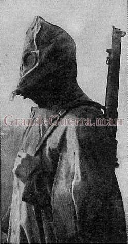 Máscara anti-gás modelo P de 1915 (inglês) utilizado pelo CEP (Colecção particular)