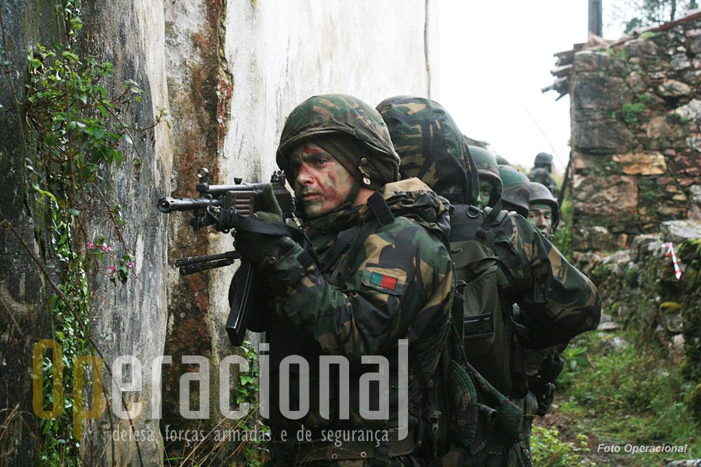 Sob condições atmosféricas adversas, homens e materiais foram postos à prova, terminando um exigente ciclo de treino operacional, já a pensar na preparação para o Kosovo.