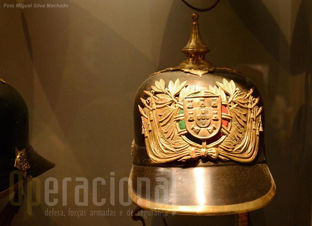 A exposição alusiva ao 103.º aniversário da Guarda está patente ao público até 11 de Maio de 2014.