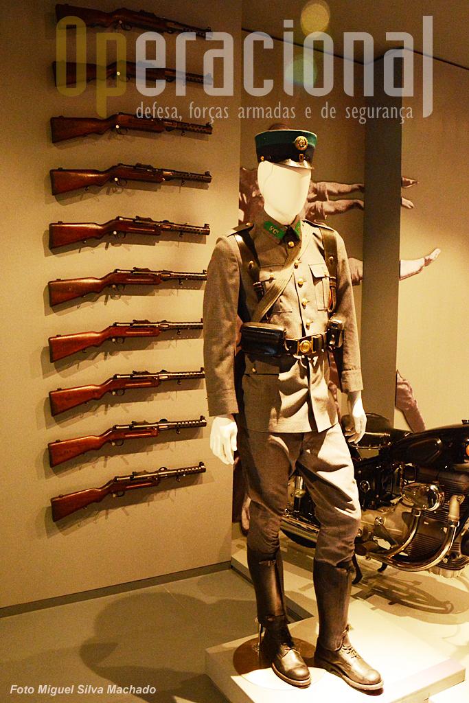 O uniforme de serviço da GNR que atravessou gerações, anos 50 a 80.