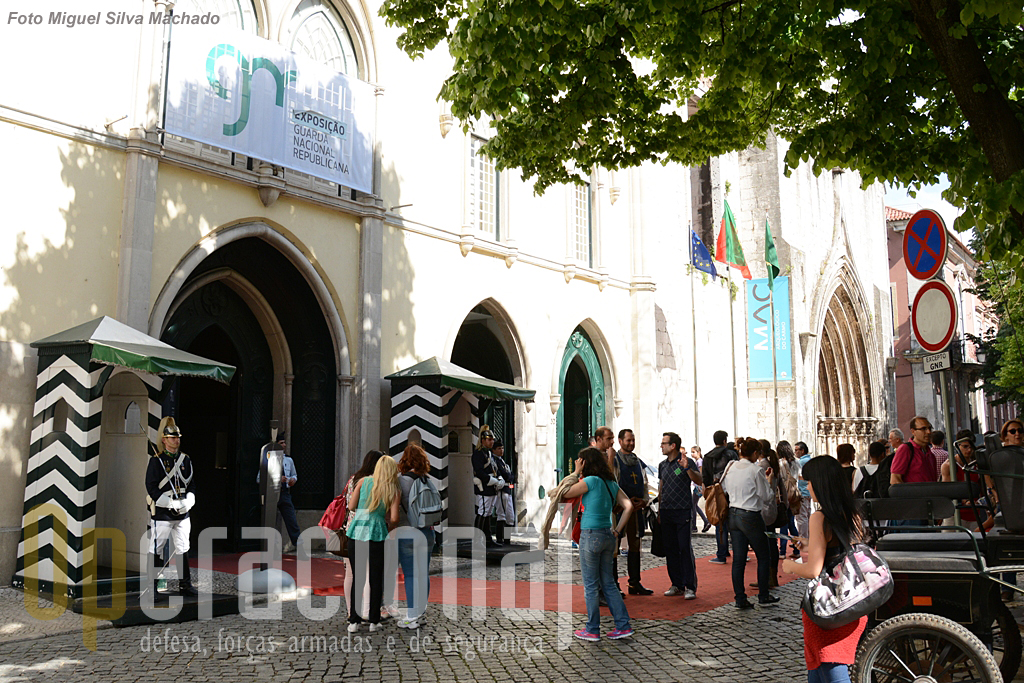 O Comando-Geral da GNR localizado numa das zonas de Lisboa mais frequentadas por turistas, transforma-se por estes dias em mais um pólo de atracção para quem visita a Baixa-Chiado.