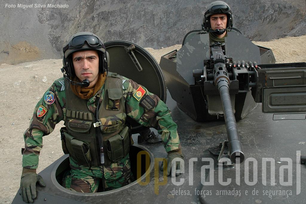 Kosovo 2007. O militar na imagem usa um colete táctico concebido numa parceria da Milícia com o Exército Português, estando ao serviço há mais de uma década.