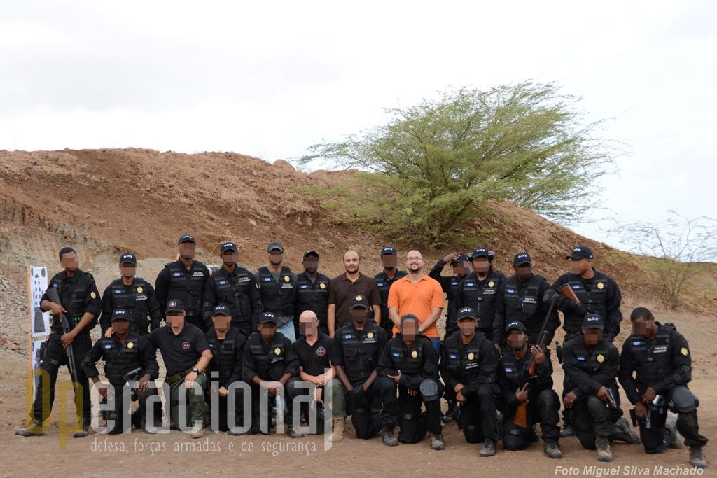 1.º Curso Operações Tácticas PJ Cabo Verde ministrado na cidade da Praia com o Director Nacional, Carlos Alexandre Reis (à direita) e o Director Adjunto, Paulo Rocha.O 2.º curso já decorreu no Mindelo.
