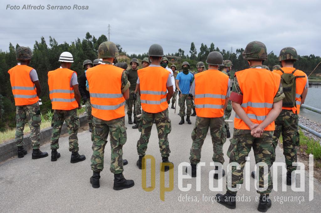 No exercício estes militares simulavam as forças policiais locais, as primeiras a ser empregues em situações de alteração da ordem pública.