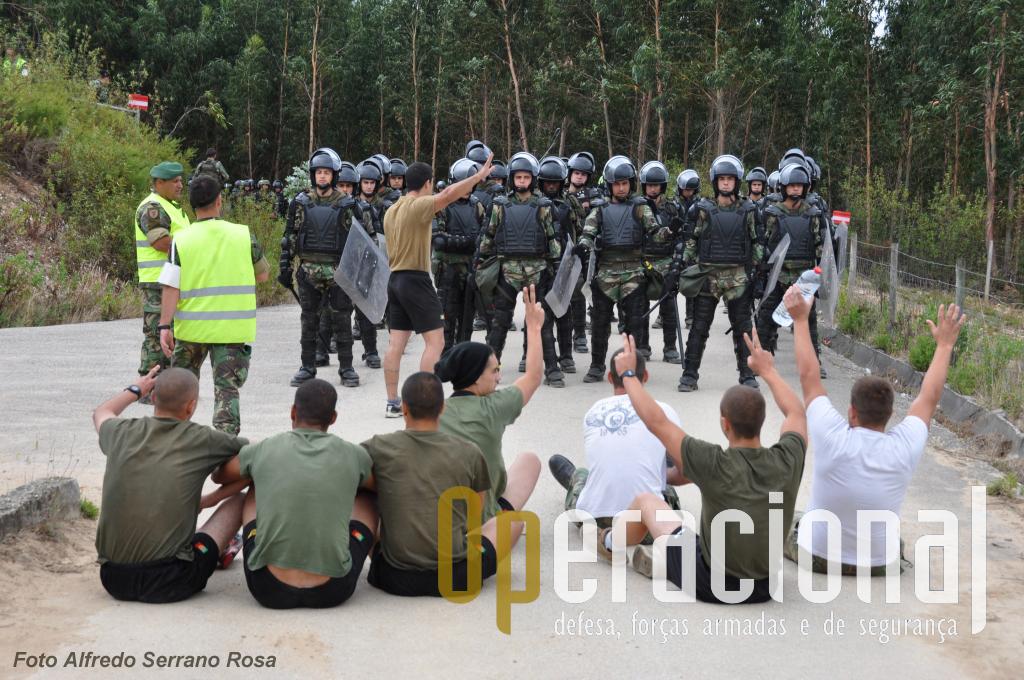 Quando a situação se começa a deteriorar e o escalão superior decide empenhar a Reserva Táctica, então sim, o batalhão português é chamado a intervir.