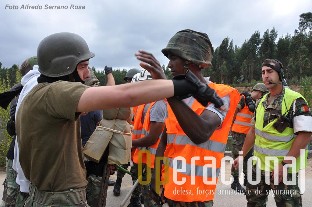 As autoridades locais já não controlam os manifestantes, num crescendo de agressividade.
