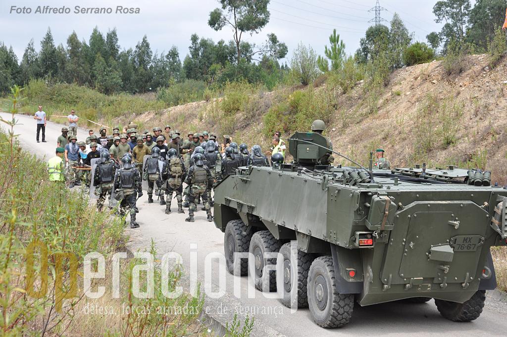 Habituados às Chaimites para estas missões no Kosovo, os pára-quedistas empregarão agora as VBR Pandur II pela primeira vez em operações reais.