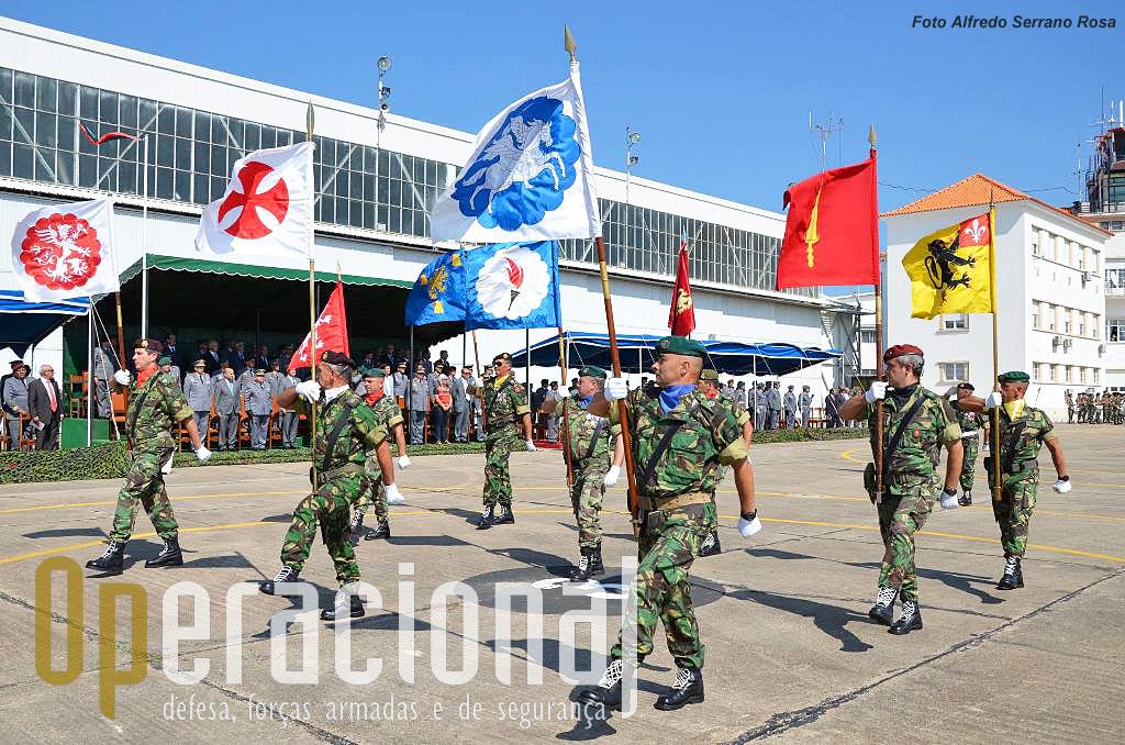 Guiões heráldicos das unidades da Brigada de Reacção Rápida: Área Militar de S. Jacinto; Regimento de Infantaria n.º 15; Brigada de Reacção Rápida; Centro de Tropas Comandos; Escola de Tropas Pára-quedistas; Unidade de Aviação Ligeira do Exército; Regimento de Artilharia n.º 4; Centro de Tropas de Operações Especiais; Regimento de Infantaria n.º 3.