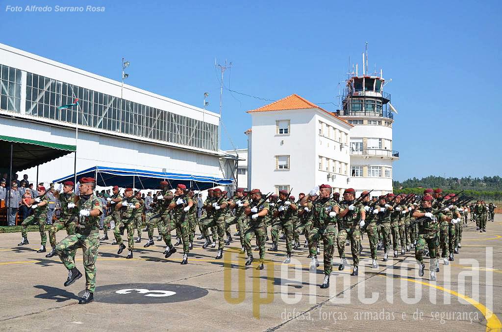 Uma das companhias do Batalhão de Comandos que está aquartelado na Serra da Carregueira (Belas)