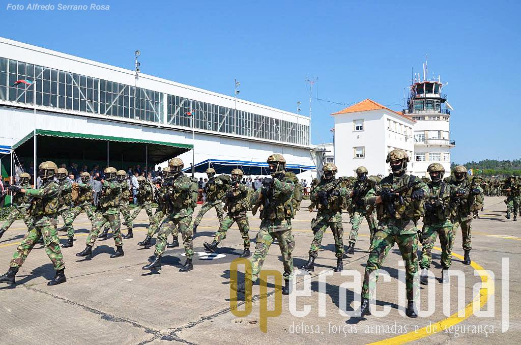 Forças de Operações Especiais, armadas e equipadas para diversos tipos de emprego.