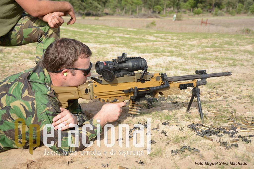 A HK 121 / MG 5 em calibre 7.62mm, pode ser uma boa opção para substituir em Portugal as armas deste tipo em serviço e cujas capacidades já não são comparáveis.