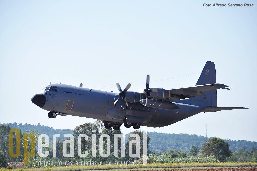 Na Esquadra 501 reside a principal capacidade de transporte aéreo táctico de Portugal. E quando necessário estratégico por falta de outras aeronaves mais adequadas.