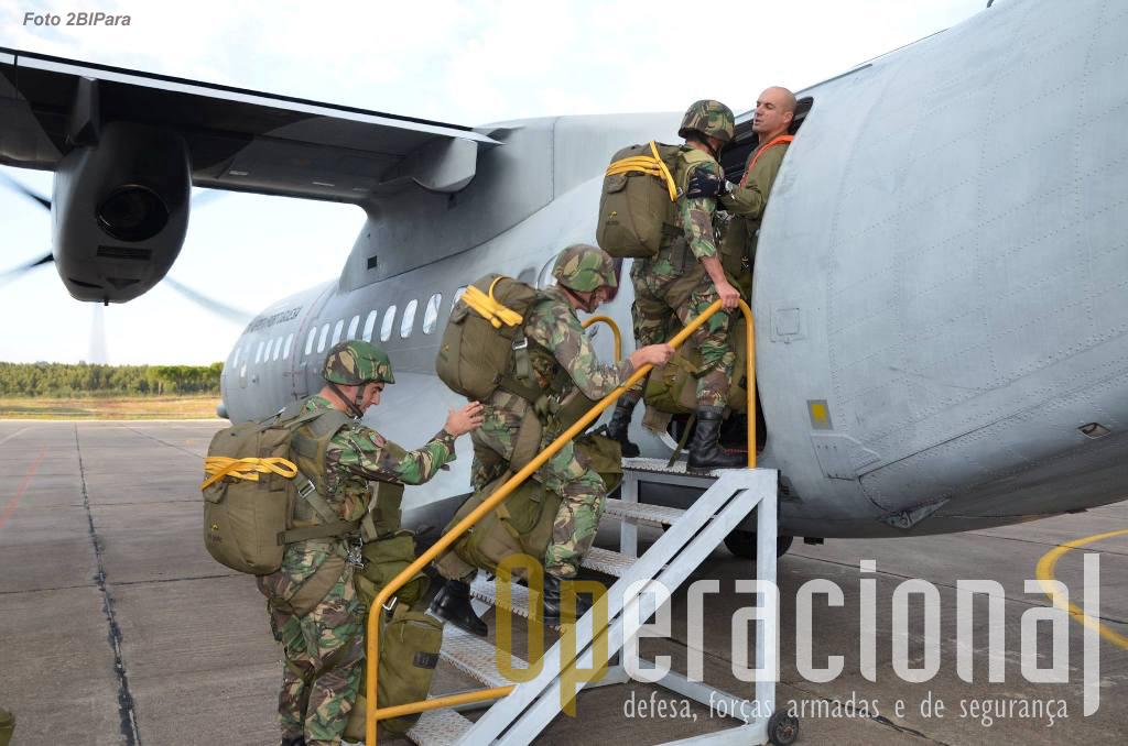 Embarque no C-295M de mais uma vaga do 2BIPara que vai saltar em Alter do Chão.
