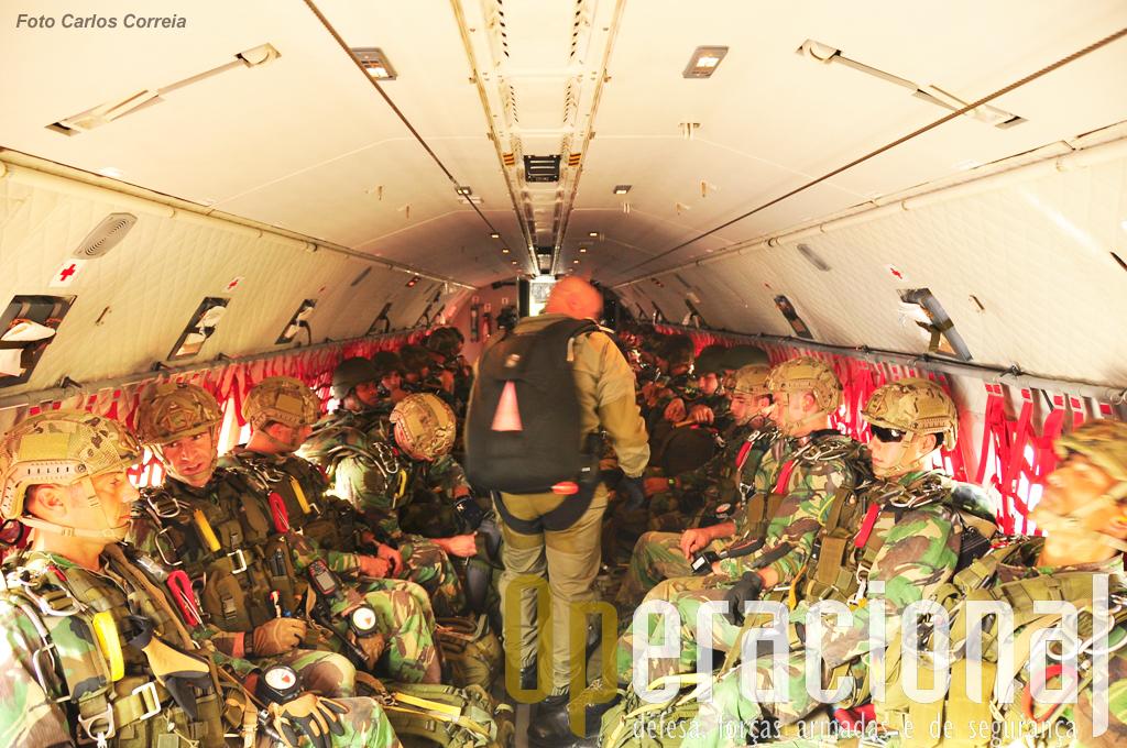Precursores do Batalhão Operacional Aeroterrestre, foram inseridos através de salto de abertura manual.