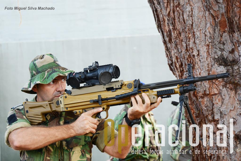 A MG 5 é uma metralhadora-ligeira  que pesa cerca de 11kg e é alimentada por fitas de munições. A sua cadência de tiro é regulável por um simples selector (640/720/800 tpm)