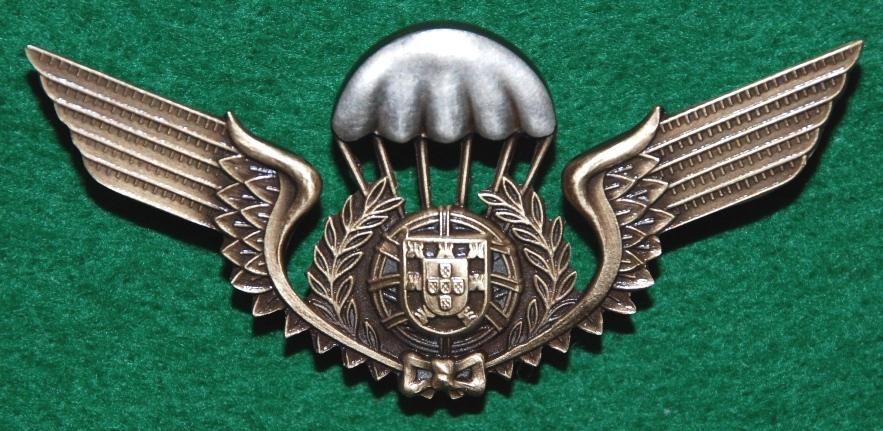 Distintivo de qualificação paraquedista: aprovado em 1966, mantém-se em vigor até aos nossos dias (Col. do autor)