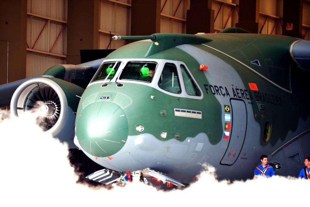 O KC-390 é uma aposta forte da EMBRAER olhando para o mercado mundial deste tipo de aeronaves. Portugal pode ser uma dos compradores, mas não se sabe a opinião da Força Aérea sobre o assunto.