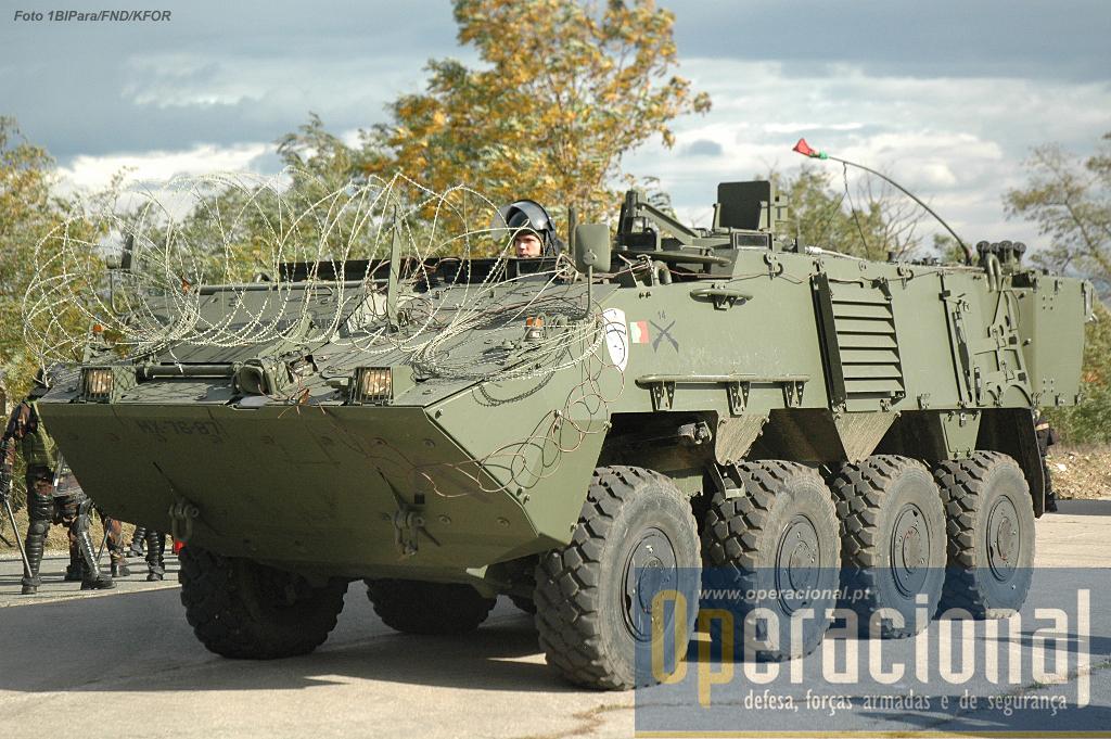 As Pandur II 8X8 já usadas no Kosovo intensamente pelo anterior batalhão português, estão agora a ser empregues pelo 1.º BIPara.