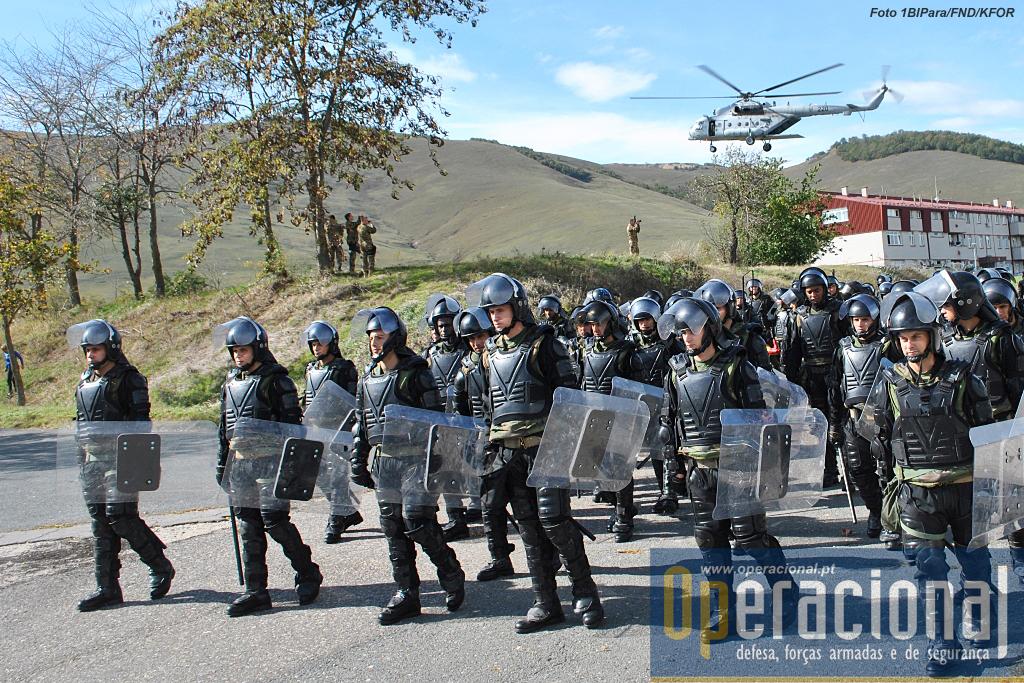 A KTM foi empenhada na sua totalidade neste exercício em Camp Vrelo, antiga base aérea jugoslava, com enormes instalações subterrâneas, foi ocupado pela NATO mas está hoje sob controlo da policia do Kosovo.