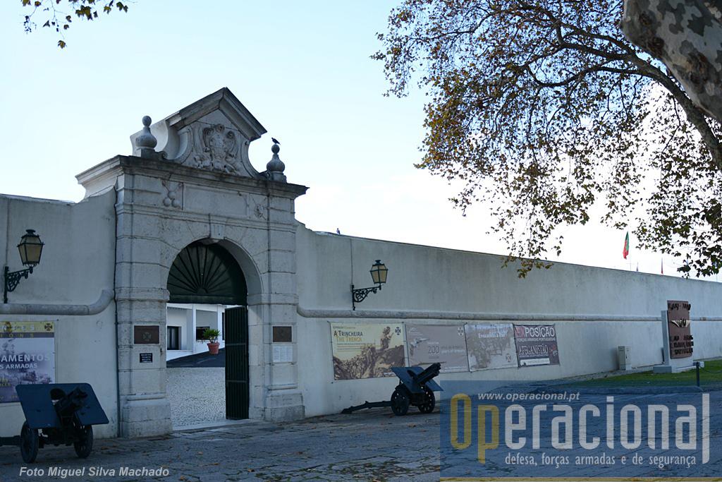 """O Museu do Combatente alberga, além de outras exposições temporárias como uma muito interessante e bem concebida sobre """"200 anos de armaria usada em Portugal"""" e duas sobre a 1.ª Guerra Mundial, também esta sobre o Afeganistão."""